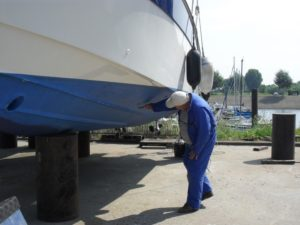 Hull condition survey of a grp motorboat