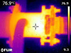 Het warmtebeeld van een schroefas afdichting.