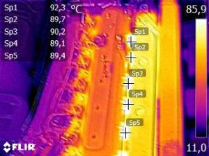 Warmtebeeld van een scheepsdieselmotor.