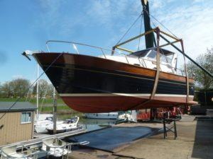 Onderwaterschip inspectie van een motorboot